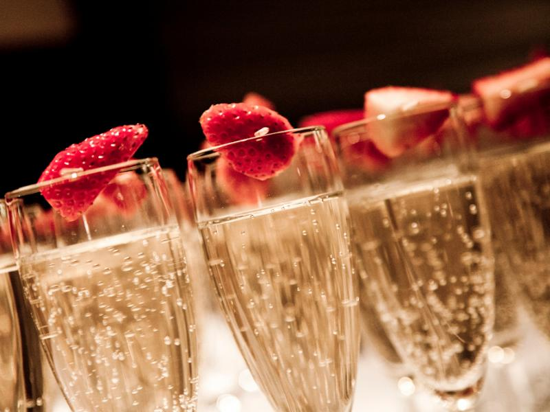 Full champagne classes with fresh fruit accompaniments
